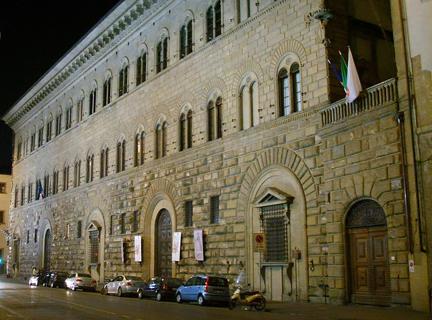 1280px-Palazzo_Medici_Riccardi_by_night_01