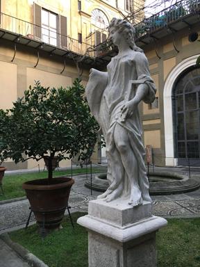medici courtyard statue